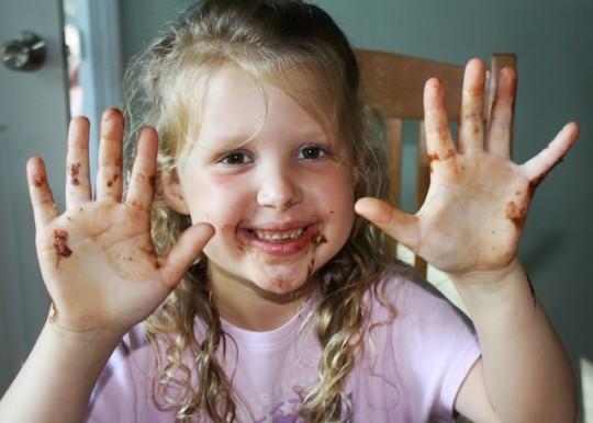 #HealthyKitchenHacks: Easy Way to Dip Chocolate