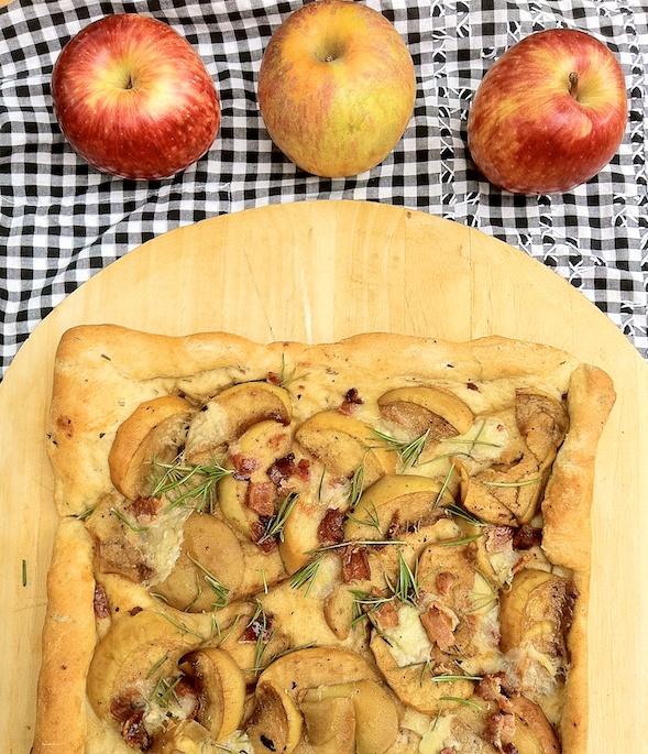 Maple Walnut Apple Crisp: Apple Recipe Roundup