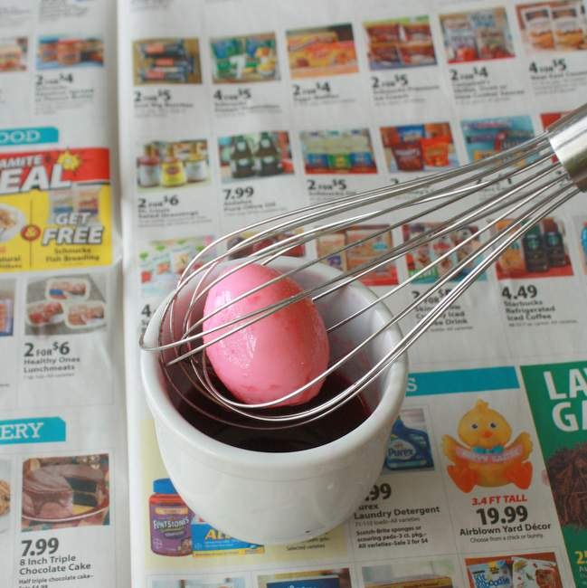 #HealthyKitchenHacks: Use whisk to easily color eggs