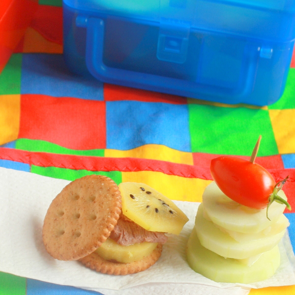 Easy kids lunches: Cracker Stackers | TeaspoonOfSpice.com