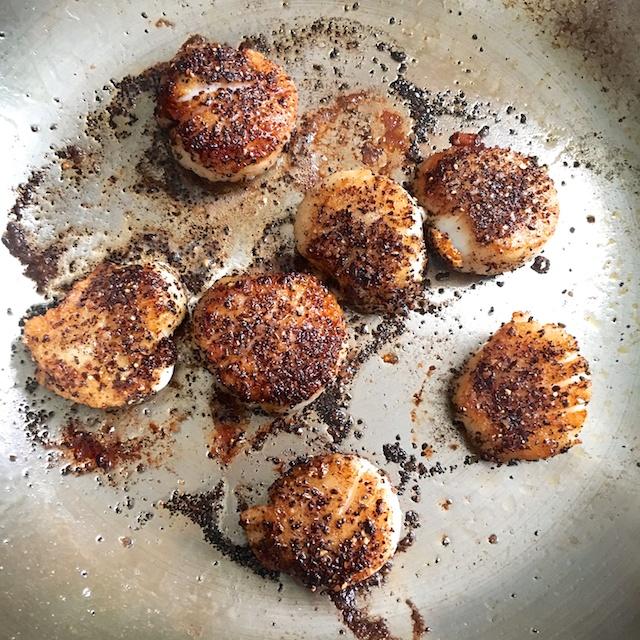 Healthy Kitchen Hacks - Easy 3-ingredient coffee spice rub to use on pork, beef, chicken, tofu, salmon or scallops! @tspbasil