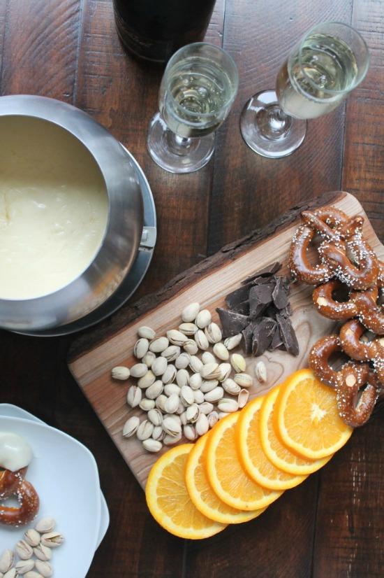 Cheese Fondue Recipes + Chocolate Fondue Recipes | @tspcurry