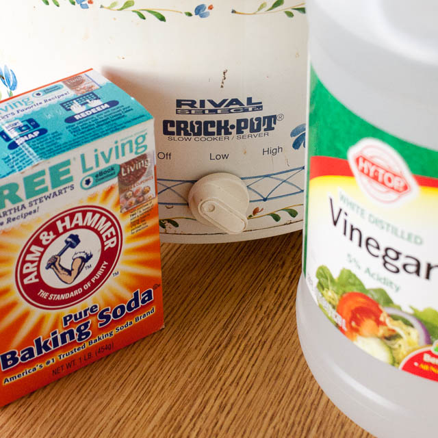 #HealthyKitchenHacks - How to Clean a Crock Pot | @TspCurry