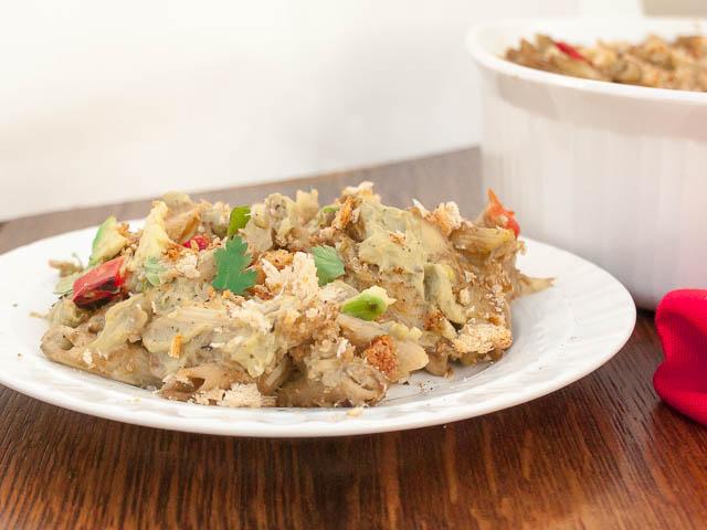 A modern take on tuna noodles casserole that's healthy: Creamy Avocado Noodles and Tuna Casserole | @tspcurry