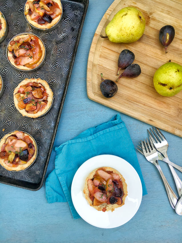 Mini Pear Fig Tarts - Use mason jar lids to make portion sized fruit pies like these mini pear and fig tarts!