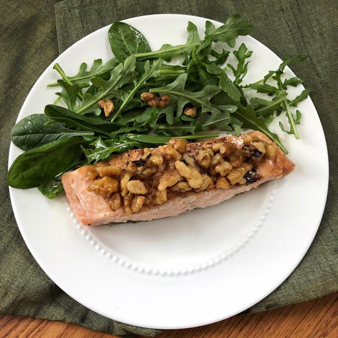 Impress your family with this Maple Walnut Crusted Salmon dish using fresh sockeye salmon filets from @ALDIUSA. Recipe post at Teaspoonofspice.com #sponsored #ALDILove #salmon #fish #lent #seafood #fishrecipe